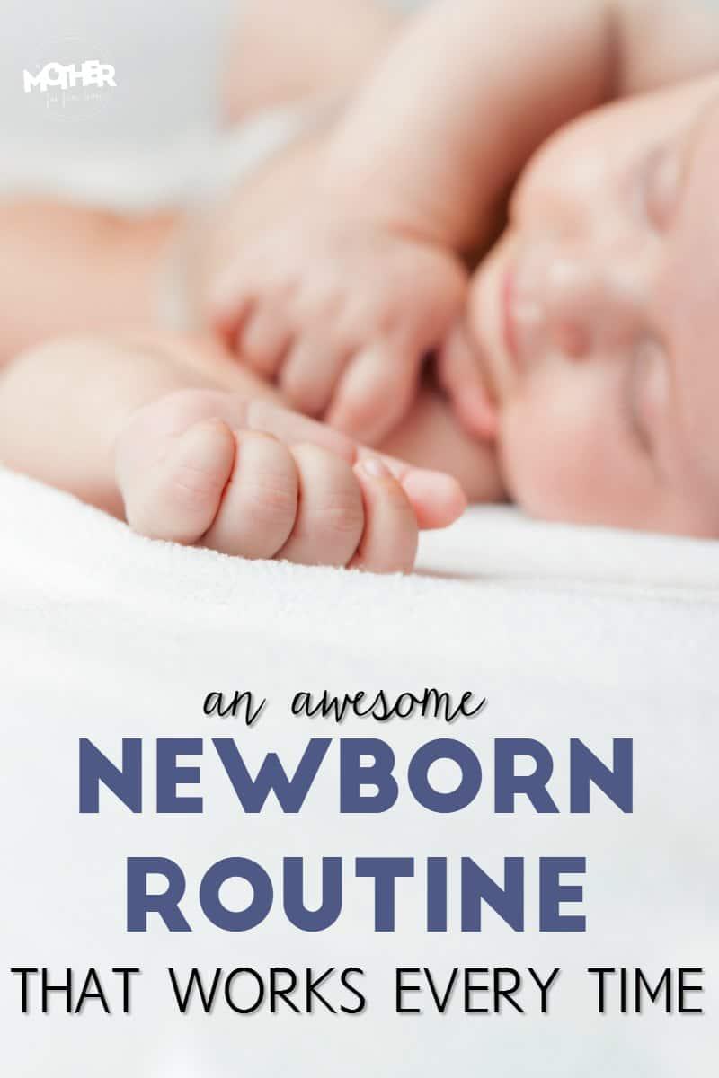 Primer plano de un bebé recién nacido durmiendo