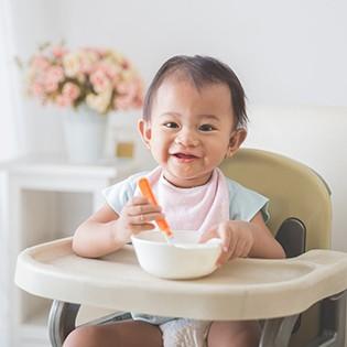 Alimentos para servir a un niño mayor