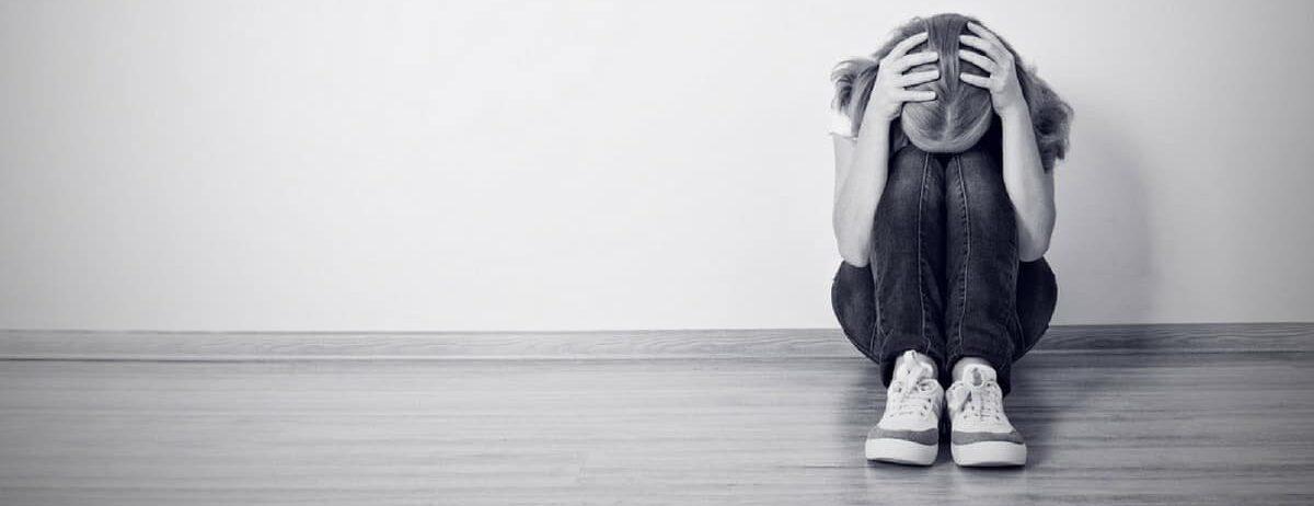 Hable con su hijo adolescente sobre la depresión debido a '13 razones por las que'_mini
