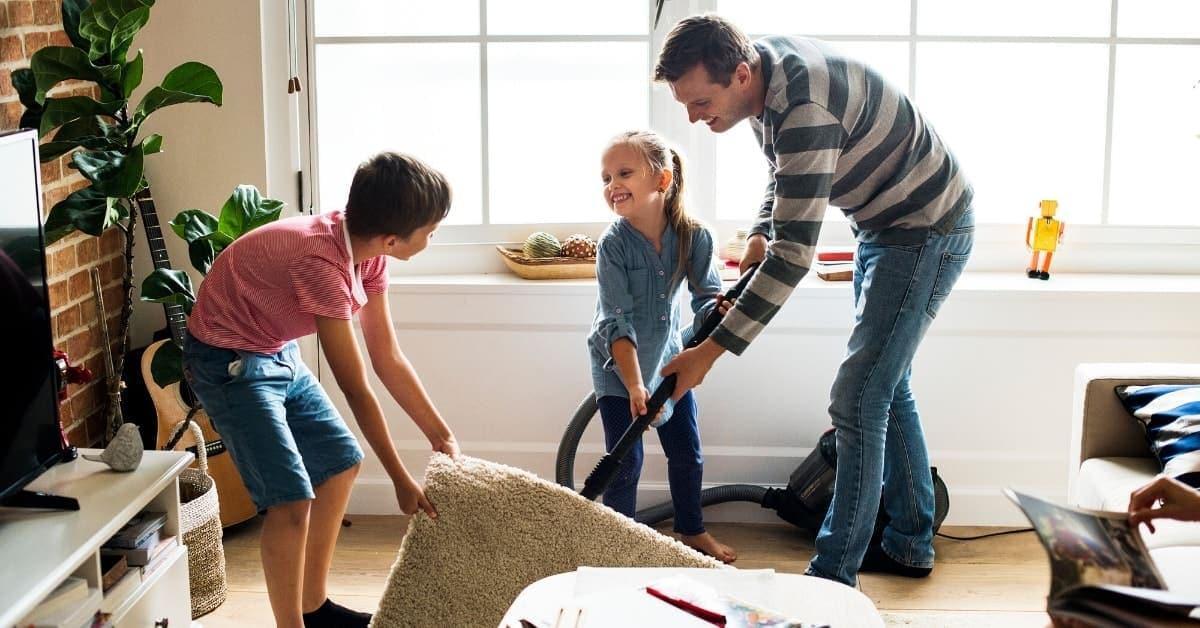 La razón por la que los niños deben hacer sus deberes es porque es bueno para ellos.