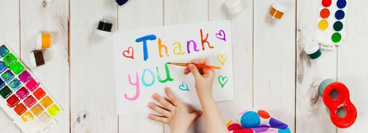 Por que escribir notas de agradecimiento les enseña buenos modales a los niños_mini