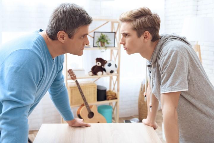 padre-hijo discute en un ciclo coercitivo