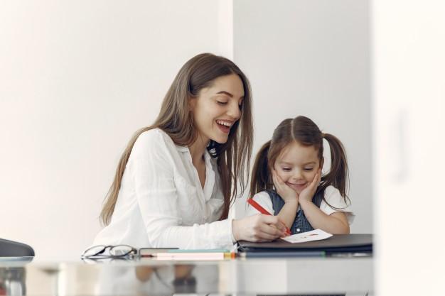 Cómo ayudar a su hijo a desarrollar un hábito positivo para la tarea