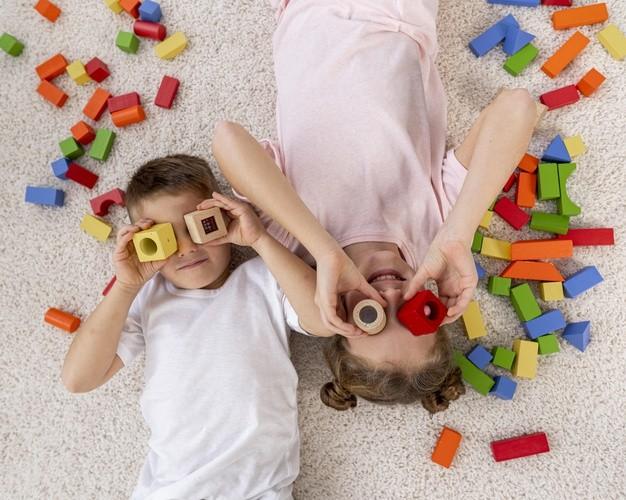 Selección de juguetes para fomentar la enseñanza y el desarrollo de su hijo